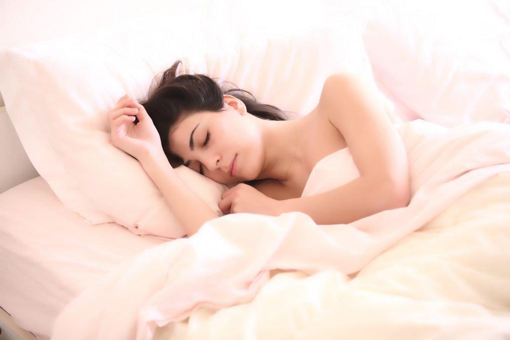Come vincere l'insonnia: 7 consigli per dormire bene.