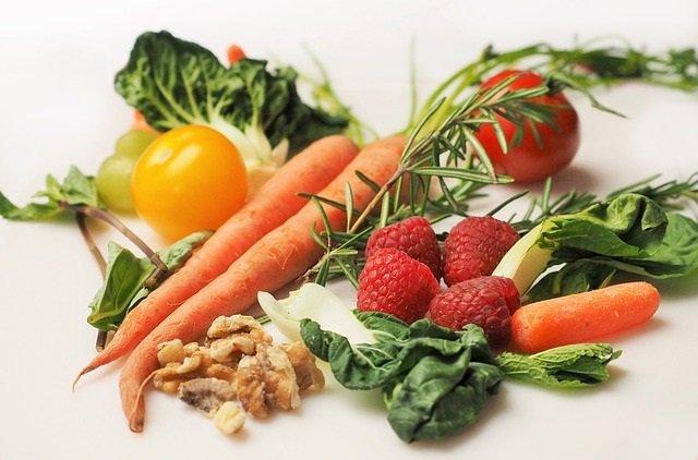 Alimentazione con frutta e verdura